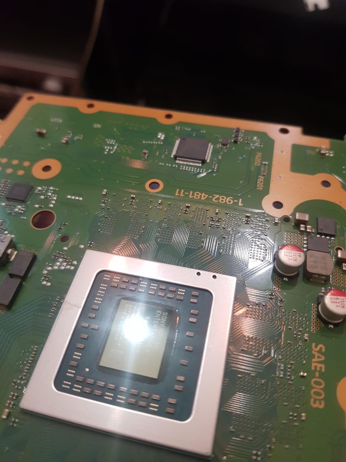 Curatare praf PS4 Slim, inlocuire pasta termoconductoare consola PlayStation 4 , Slim si PRO. Reducere zgomot ventilator 0773727567